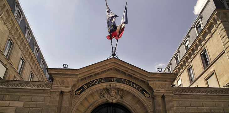 French central bank warns financial institutions to stay out of crypto