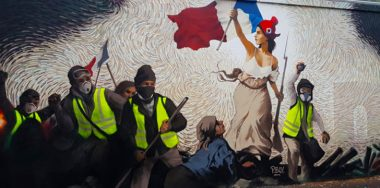 Anti-euro protest art appears in France, campaigns for crypto