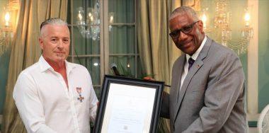 卡尔文·艾尔(Calvin Ayre)获得安提瓜最高荣誉公共奖项之一