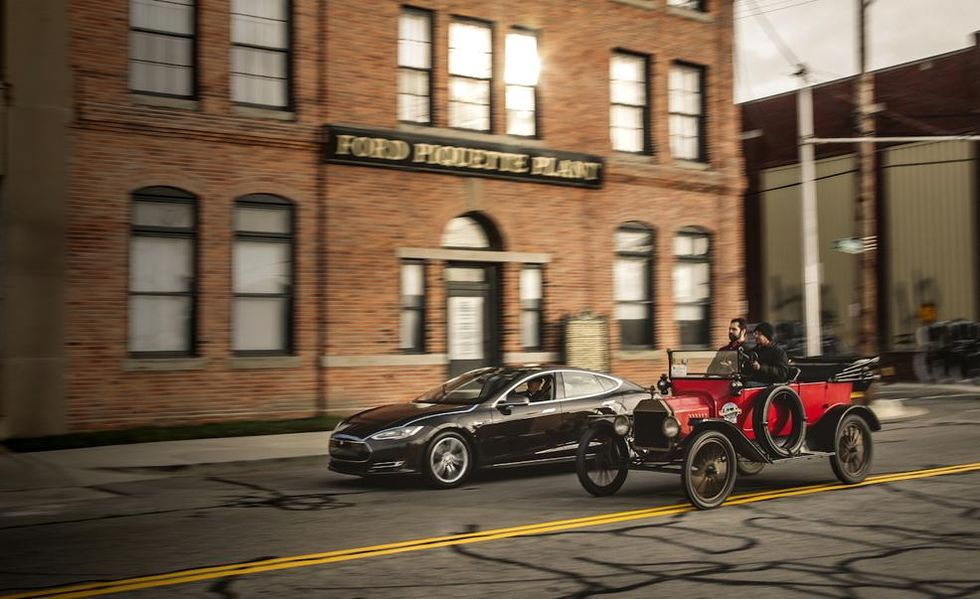 2013-tesla-model-s-p85-and-1915-ford-model-t-photo-569459-s-986x603