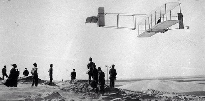 wright brothers fying their plane