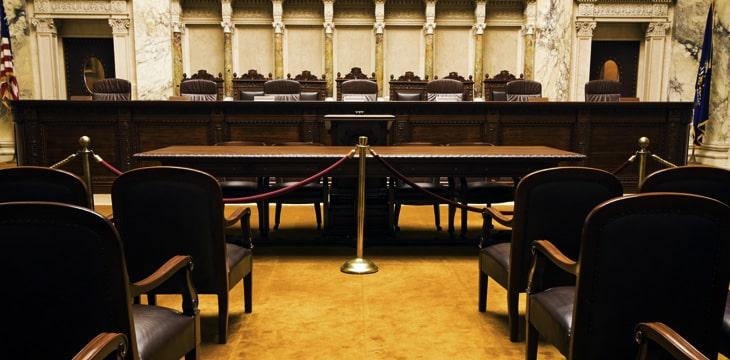 在Kleiman诉Wright案结束之前,法院暂缓受理Lynn Wright的遗嘱认证案件